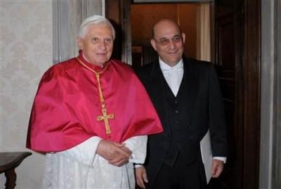 Pope Kisses Israeli ASS